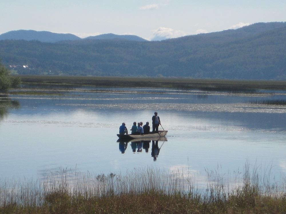 Båd i sø i Slovenien